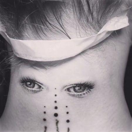 画像3: カーラ・デルヴィーニュが、思わずビックリするような変わったタトゥーをゲット