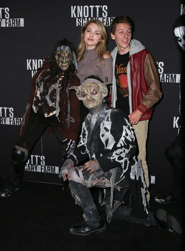 画像: ディズニー・チャンネルの女優であるペイトンが、新作の共演者ジェイコブ・バートランドと一緒に。