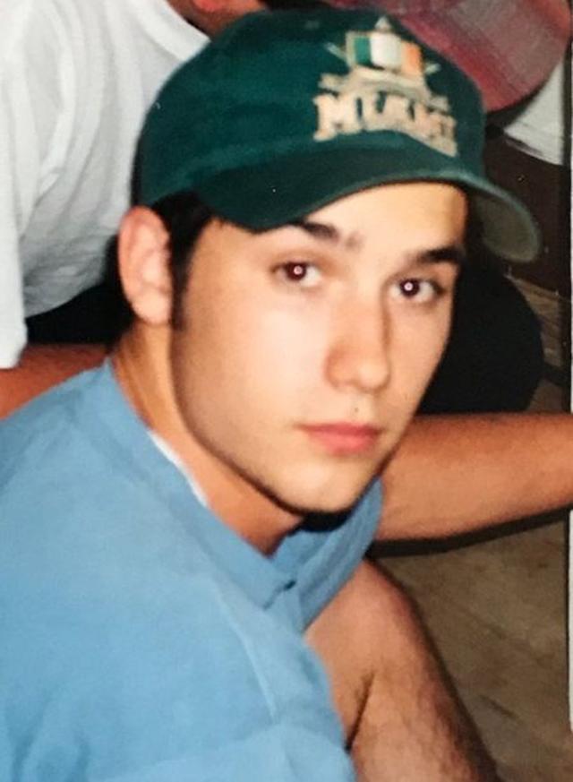 画像: 若い頃の父ジェレミー。目元がジャスティンにそっくり。