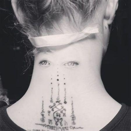 画像2: カーラ・デルヴィーニュが、思わずビックリするような変わったタトゥーをゲット