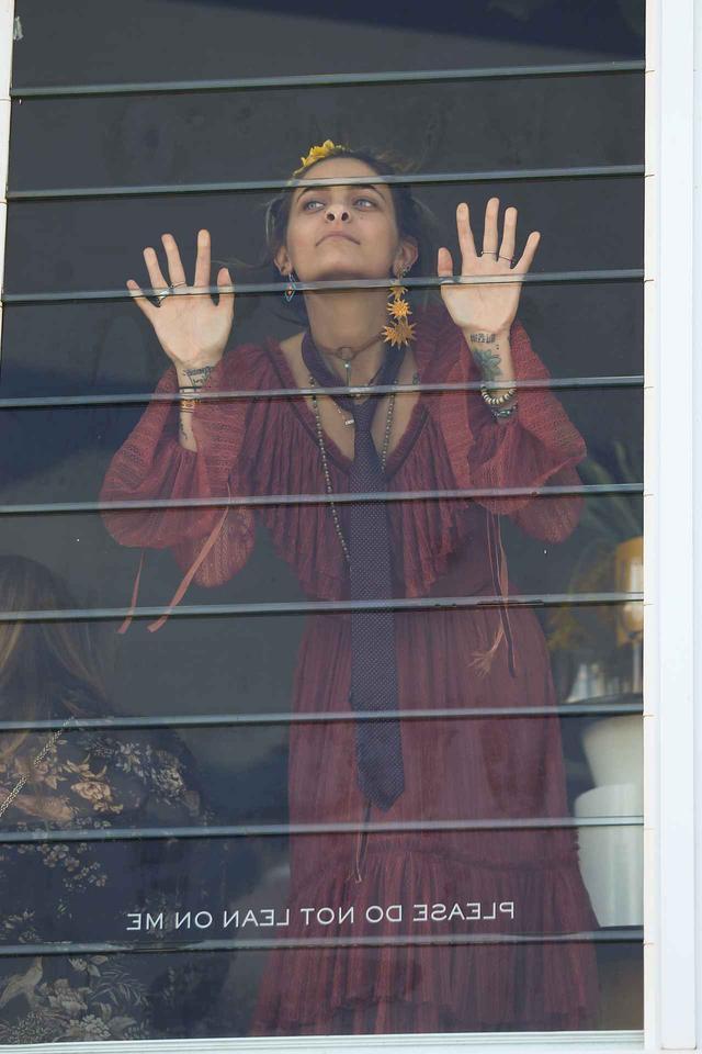 画像5: マイケル・ジャクソンの美人娘、国民的イベントで渾身の変顔