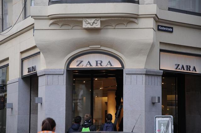 画像2: タグにメッセージを隠して必死の訴え、ZARA工場労働者が伝えたかったことって?
