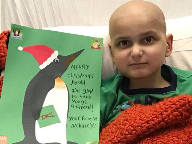 画像1: 9歳男児のもとにひと足早くクリスマスカードが大量に届いた理由とは?