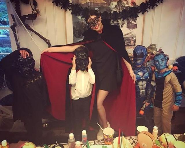 画像: ハロウィンもフリン君と、フリン君の友人たちを集めてパーティを行っていた。 ©Instagam/mirandakerr