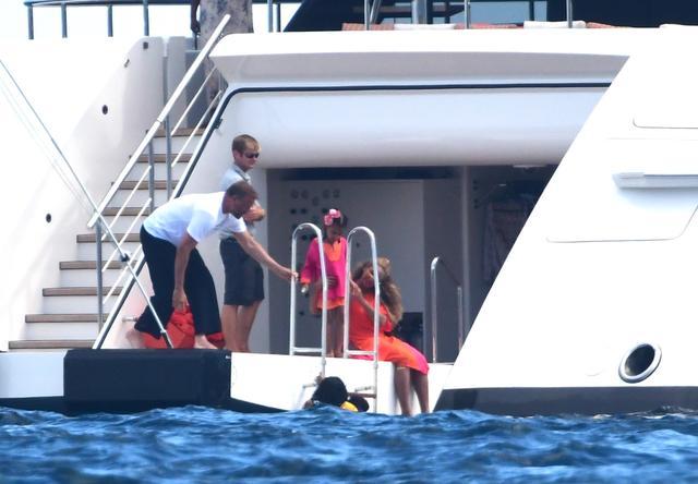 画像: ビヨンセとジェイ・Z夫妻は結婚前から、週のレンタル料が数千万円レベルの大型ヨットを頻繁にチャーターしている。