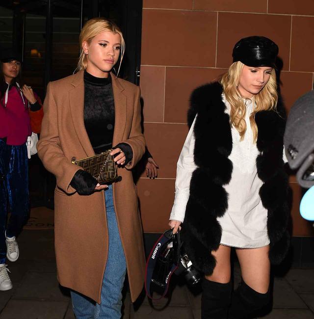 画像3: 2世モデルのソフィア・リッチーが着こなす、大人なデニムスタイルに注目