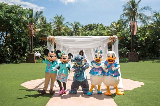 画像1: ミッキー、ミニー、スティッチが参列!ハワイで憧れのディズニー婚のキャラクターの衣装が一新