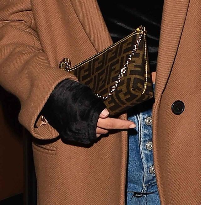 画像2: 2世モデルのソフィア・リッチーが着こなす、大人なデニムスタイルに注目