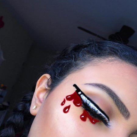 画像: 目元から血があふれ出す…。 ©makeupbyker_