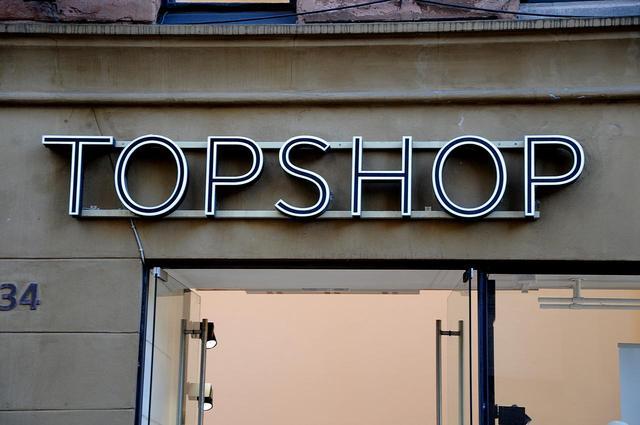 画像: 大手アパレルブランド、顧客から差別のクレーム受け試着室を男女共同に変更