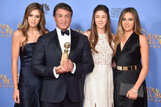 画像: 去年は映画『ロッキー』の俳優シルヴェスター・スタローンの美人3人娘が揃って務めて評判となった。