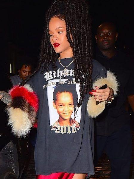 画像3: まさかそんな写真がプリントされたTシャツを...リアーナの意外な夜遊びコーデに騒然