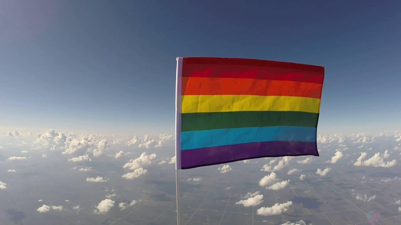 画像: First pride flag in space. youtu.be