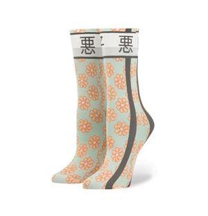 画像1: 「うるせえ」、芸者...、リアーナが日本風の靴下をデザイン