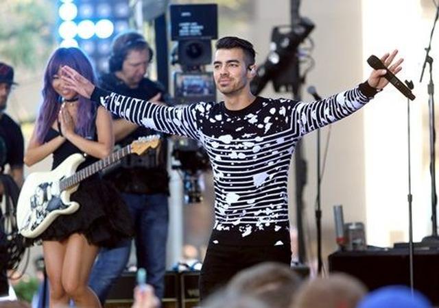 画像: ジョーのバンド、DNCEの初となるフル・アルバムは全米で11月18日リリース予定。