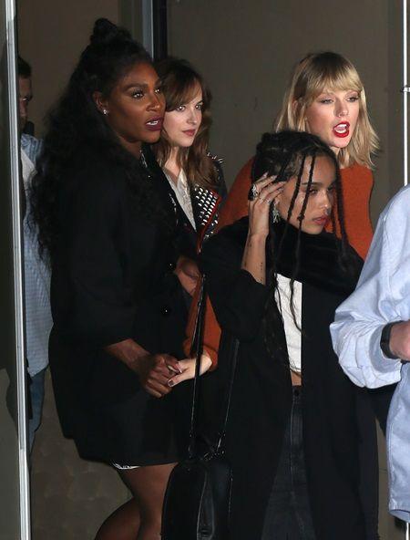画像: 左から、セリーナ、ダコタ、ゾーイ、テイラー。