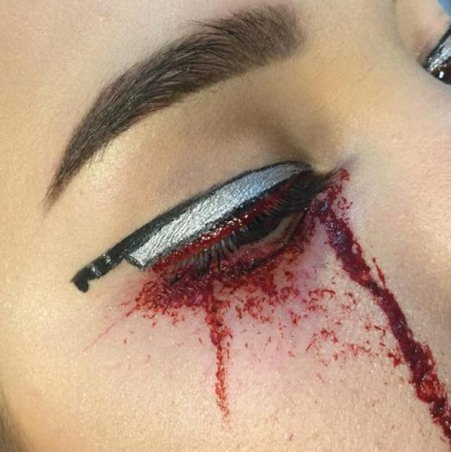 画像: 血しぶきのようなメイクにするとホラー感が倍増。 ©tcmakeup