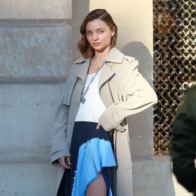 画像3: ミランダ・カーがパリでルイ・ヴィトン撮影、衣装よりも私服がセクシー