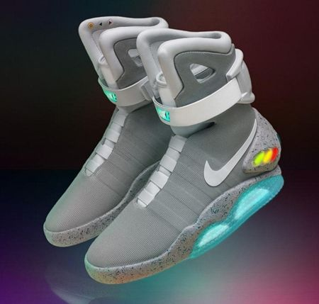 画像1: 『バック・トゥ・ザ・フューチャー』に登場した未来の靴がついに発売決定!