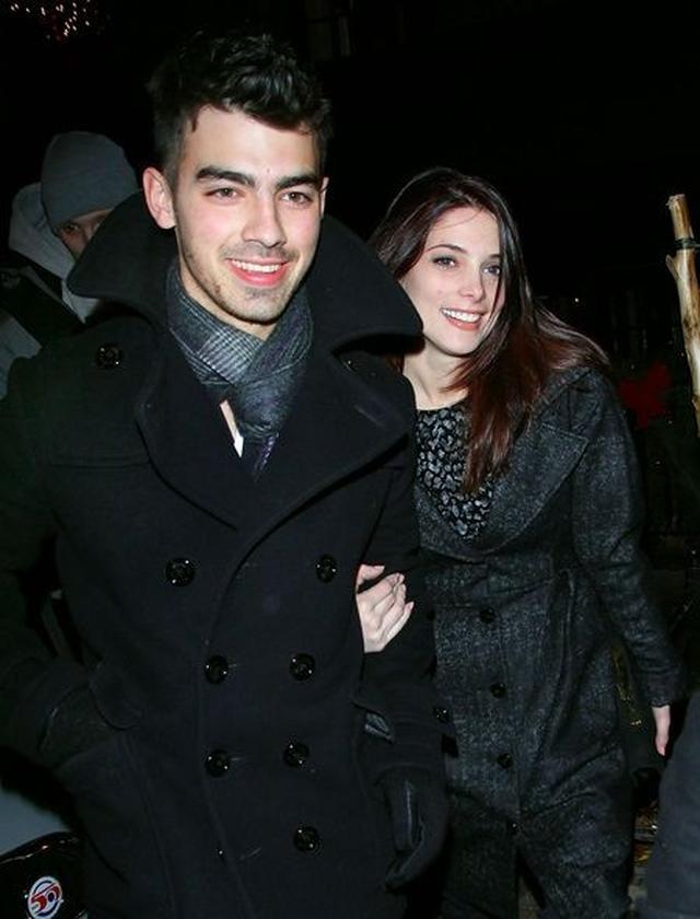 画像: ジョーとアシュリーは、2010年の8月から2011年の3月まで交際していた。