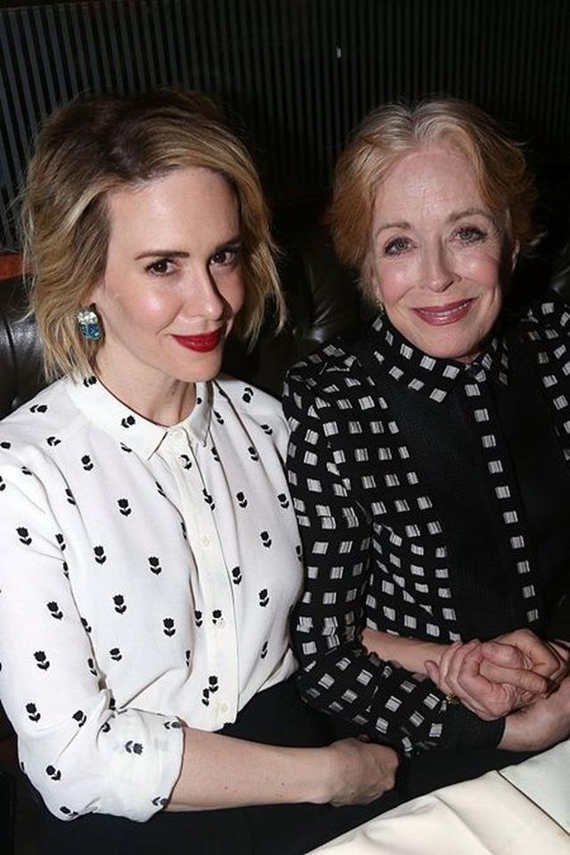 画像: サラ・ポールソン(左)とホランド・テイラー(右)