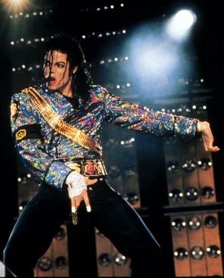 画像: 1 マイケル・ジャクソン(没50)約825億円