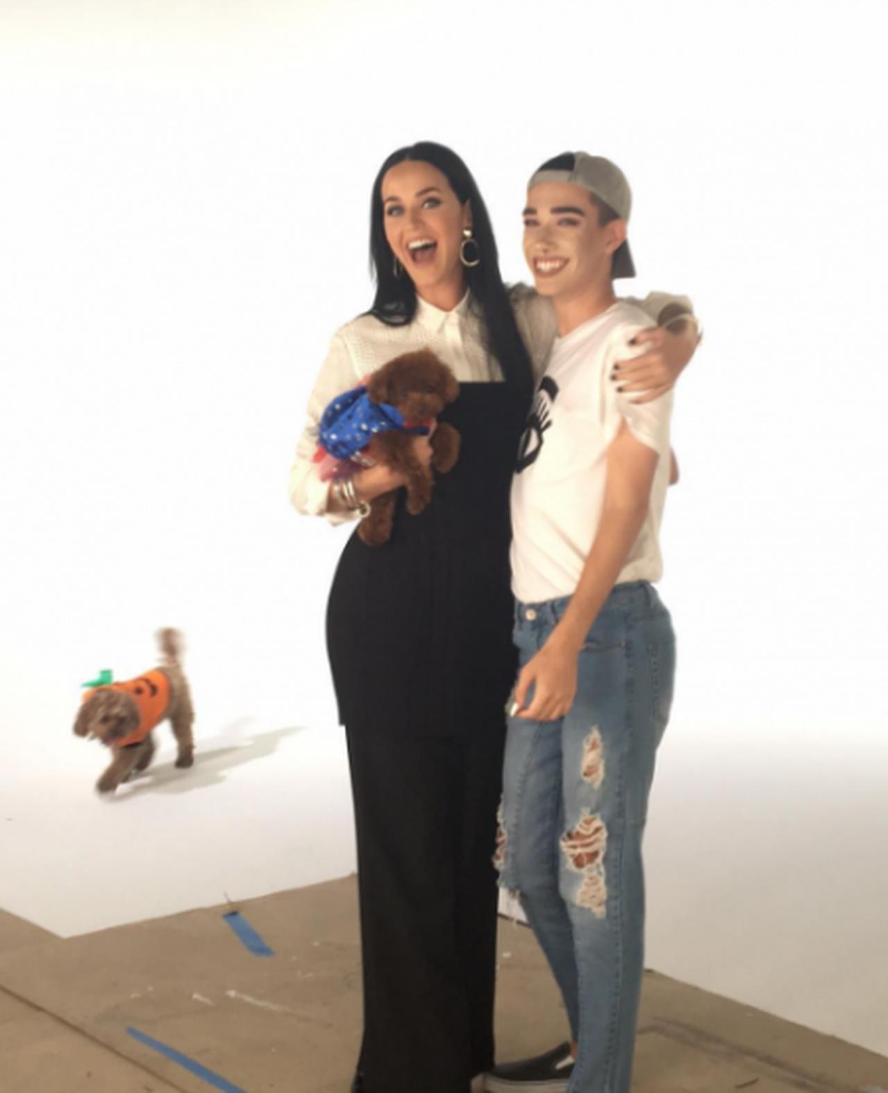 画像: ケイティが自身のSNSを通じてジェームスの広告塔就任を発表。「彼を新広告塔として紹介できるなんて光栄!」と絶賛するほどジェームスを猛プッシュしている。