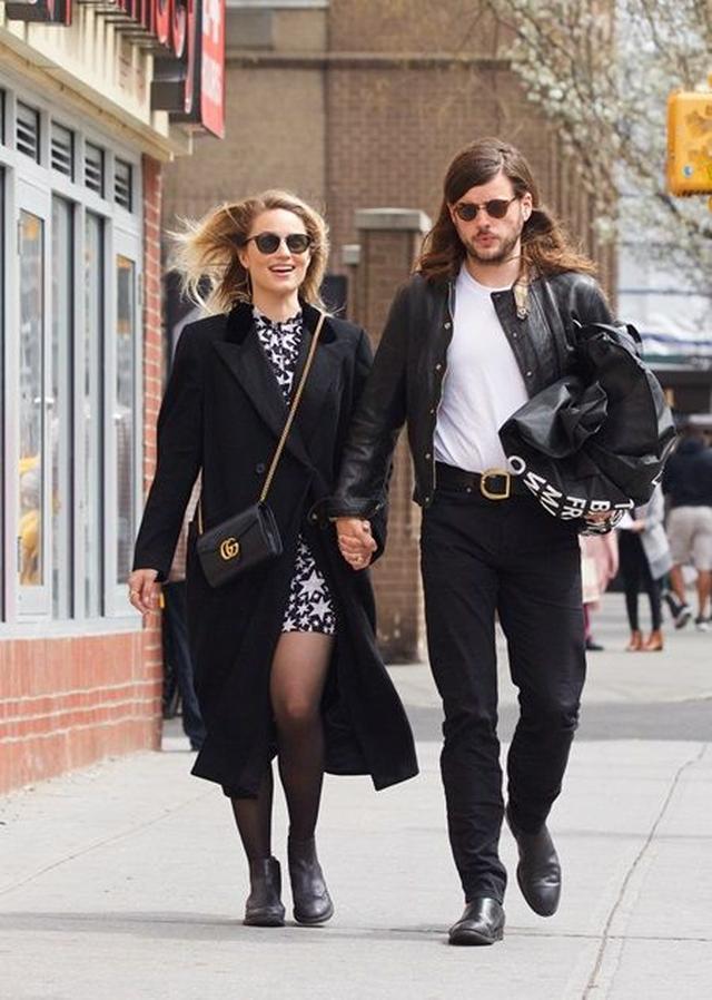 画像: NYでデートを楽しむ2人。