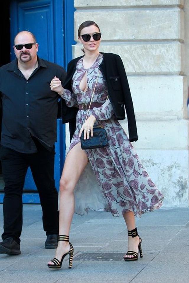 画像5: ミランダ・カーがパリでルイ・ヴィトン撮影、衣装よりも私服がセクシー