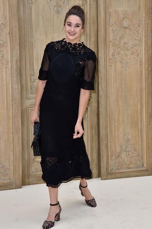 画像: 10月2日にはパリでバレンチノのファッションショーにゲストとして出席していた。