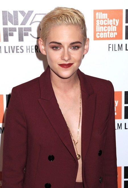 画像: 髪をプラチナブロンドに変えたばかりのクリステン。ニューヨーク映画祭にて。