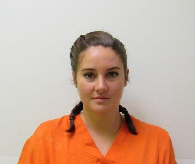 画像: 10月10日にノースダコタ州で逮捕された女優シェイリーン・ウッドリーの逮捕写真。