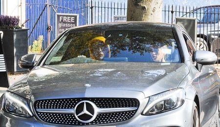 画像: 今年免許に合格したブルックリン。現在は500万円近くするメルセデス・ベンツを乗り回している。
