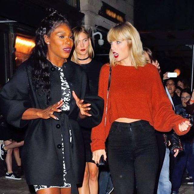画像: コンサート会場Bowery Ballroomを出ながらセリーナ(左)と熱く議論。