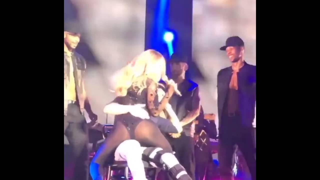 画像: Mariah Carey lap dance Bryan Tanaka - South Africa Sweet Sweet Fantasy tour 2 May 2016 Last Show youtu.be