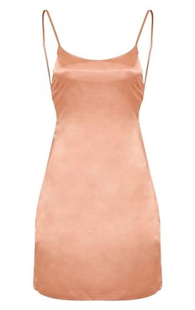 画像3: ヘイリー・ボールドウィン、誕生日会に着て行ったドレスはまさかの3,500円