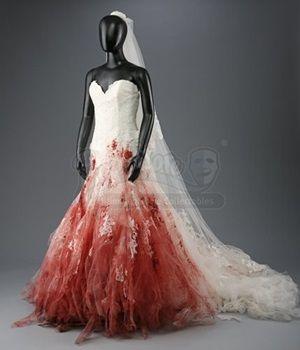 画像: 映画『トワイライト』でクリステンが着用したウェディングドレス。