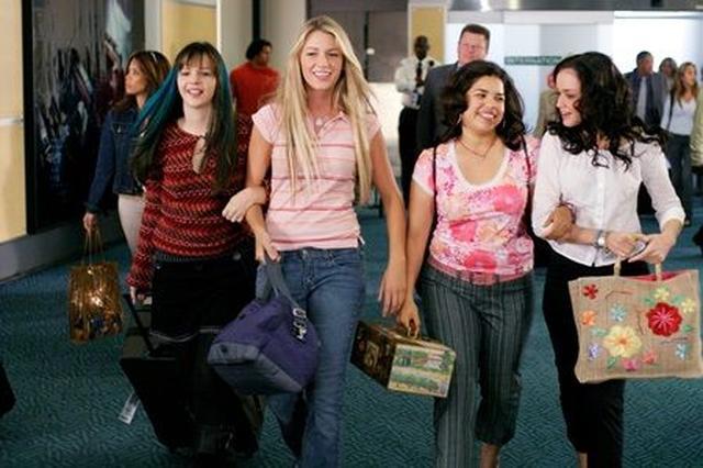 画像: 『旅するジーンズと16歳の夏』の1シーン。左からアンバー、ブレイク、アメリカ・フェレイラ、アレクシス・ブレデル。