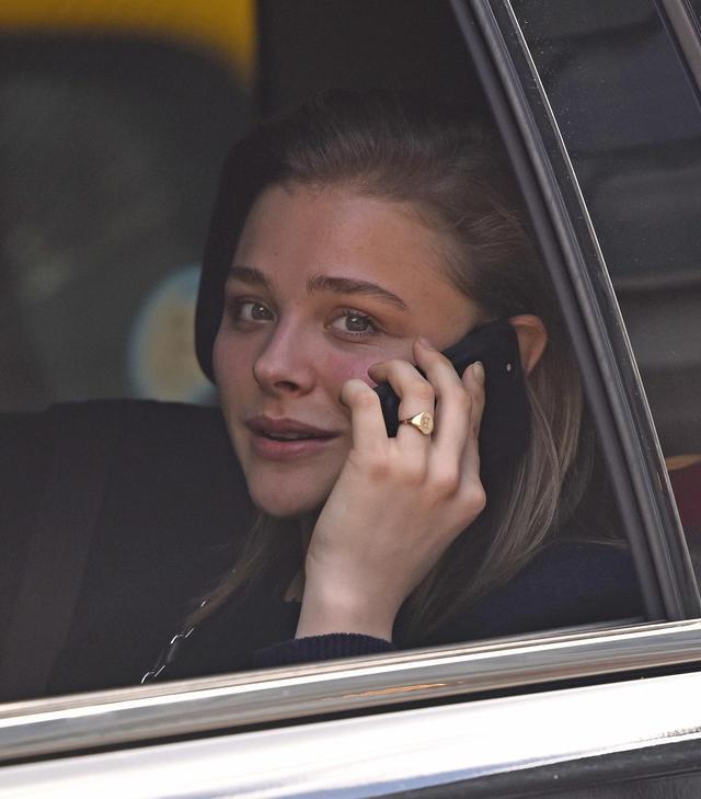 画像1: セレブも「もしもし?」12連発