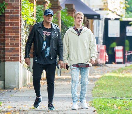 画像: 友人とロンドンを散歩。
