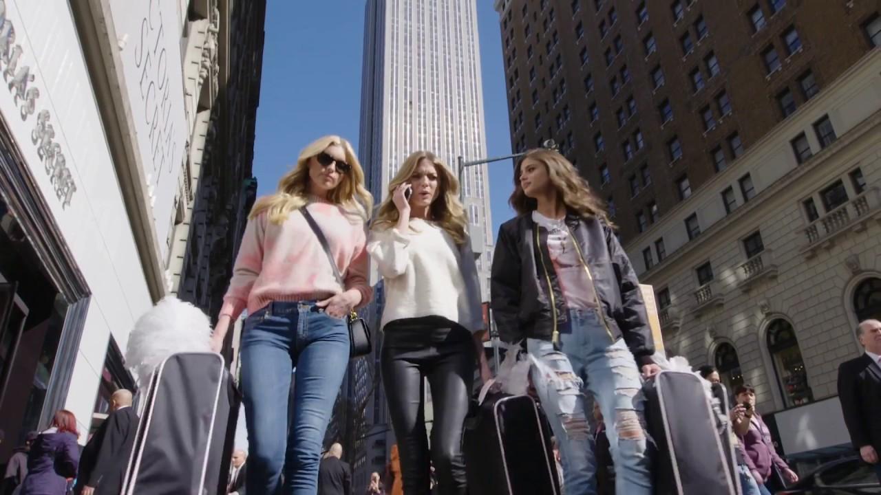 画像: The 2016 Victoria's Secret Fashion Show Is Going To Paris! youtu.be