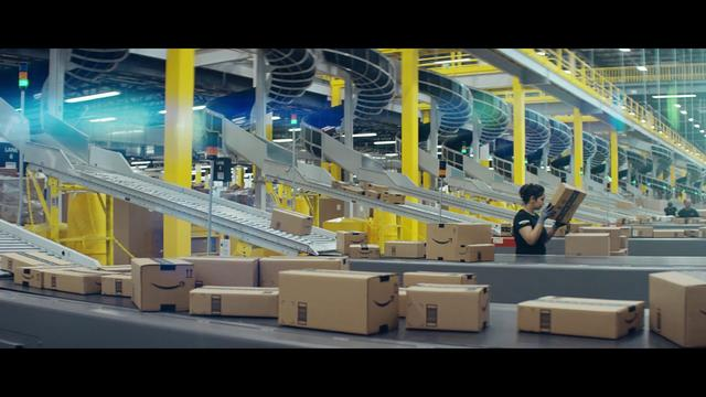 "画像: 2017 Amazon Holiday Commercial - ""Give"" www.youtube.com"