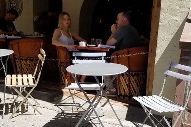 画像1: ジェニファーとダーレンのデート現場をキャッチ!