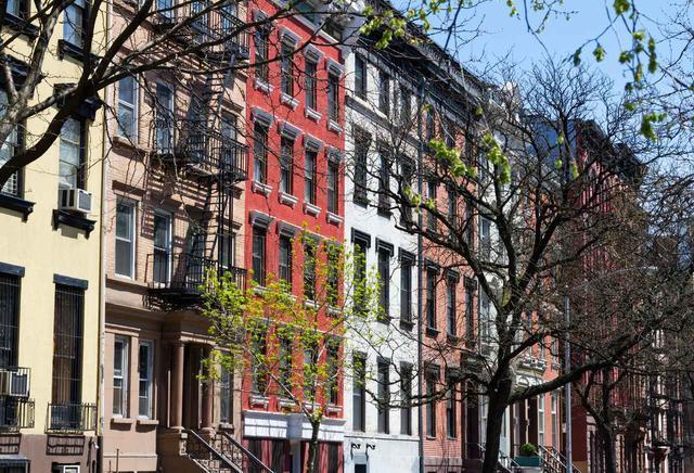 画像: 下積み時代は、ボブ・ディランが元住民だったアパートに住んでいた!