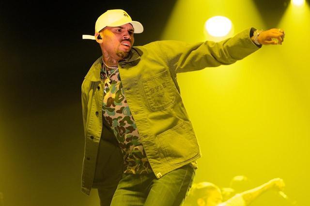 画像: 歌だけでなくダンスにも定評があり、デビュー当時は、音楽界のレジェンドであるマイケル・ジャクソンと比較されたことも多い。本人もマイケルからインスピレーションを受けたことを公言している。