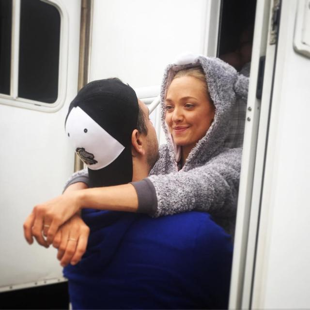 画像: 映画『マンマ・ミーア』アマンダ・サイフリッド、SNSを使い夫にラヴコール