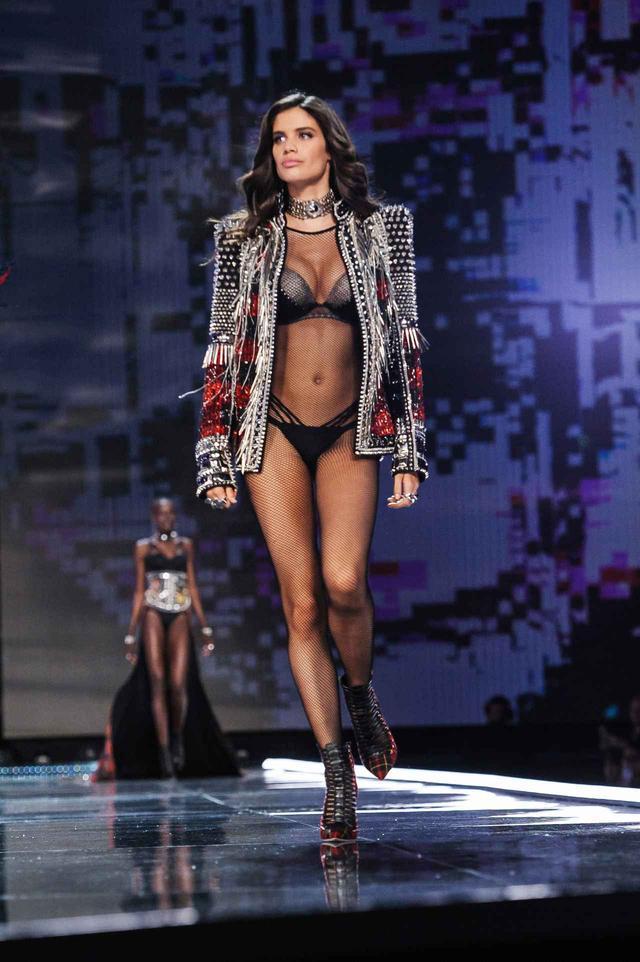 画像1: ヴィクシーショーで妊娠説が浮上したモデル、「いい加減にして」と一蹴【VSショー】