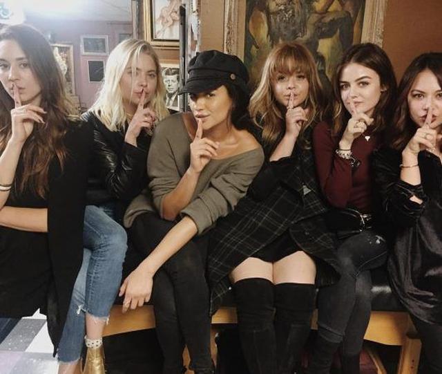 画像: 『プリティ・リトル・ライアーズ』の女優たちが撮了記念にお揃いのタトゥーをゲット - FRONTROW