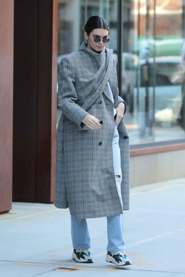 画像1: ケンダル・ジェンナーが選んだ、今季の相棒コートはコレ!