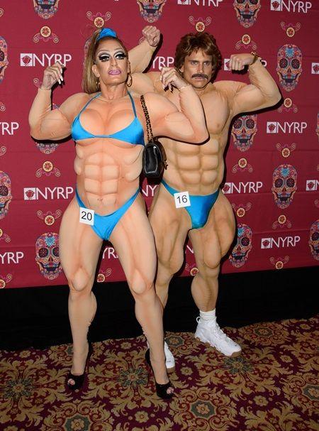 画像: マークの恋人である男性モデルのシャー・デフランチェスコ(右)は男性ボディビルダーに。